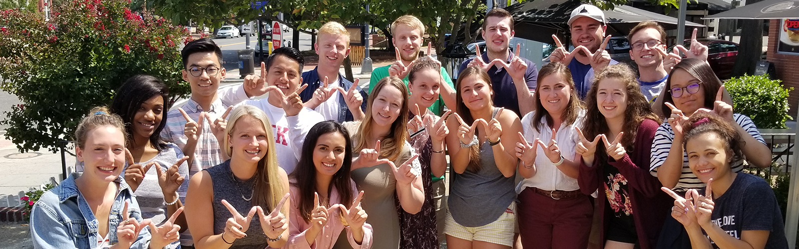 Wisconsin in Washington students flashing finger W's